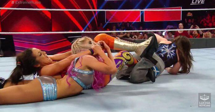 Bayley retiene en WWE Extreme Rules