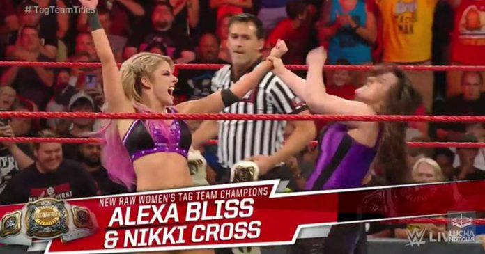 Alexa Bliss y Nikki Cross nuevas campeonas de parejas femenil