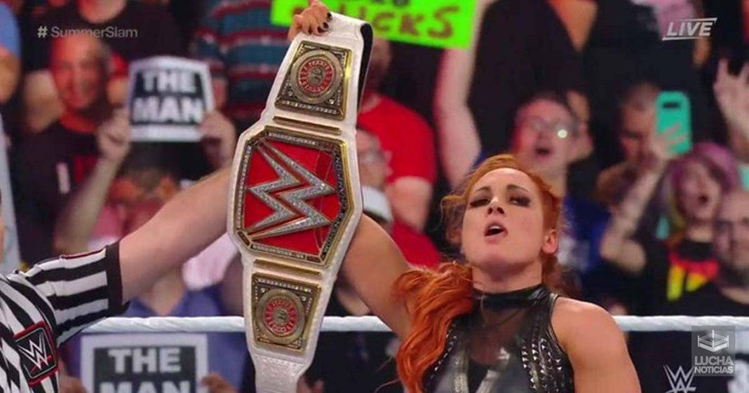 Becky Lynch retiene en SummerSlam