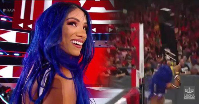 Sasha Banks regresa y aniquila a Becky Lynch