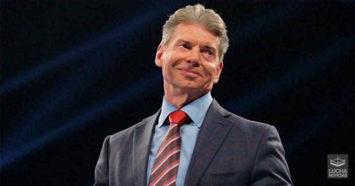 Vince McMahon empuja a Gable