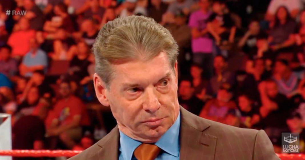 Vince McMahon no ve nada en Luke Harper