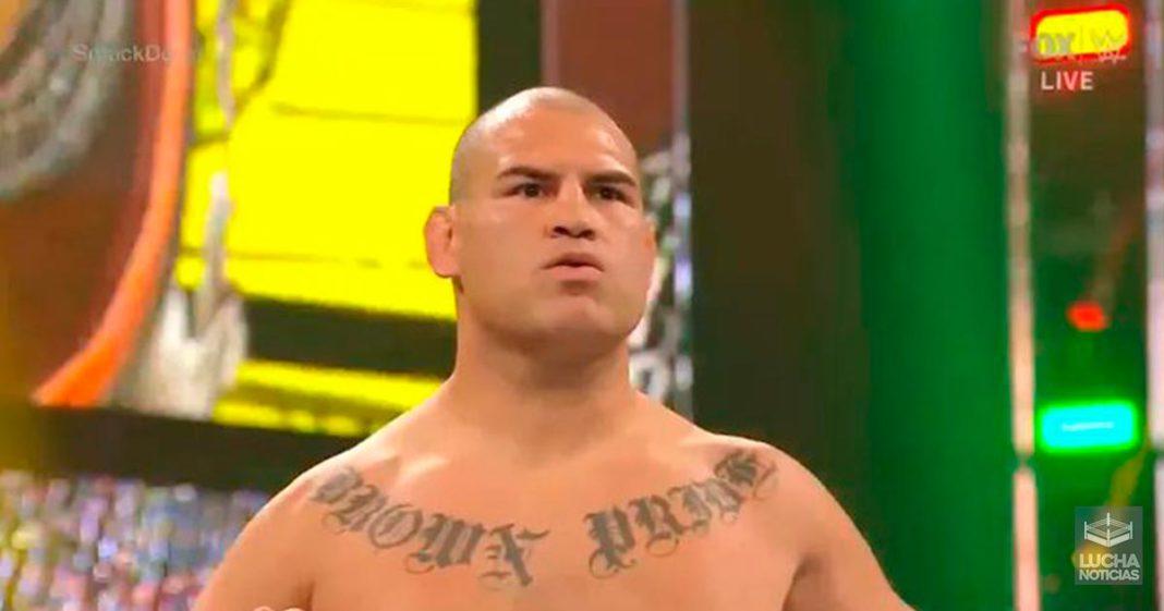 Caín Velásquez llega ala WWE y ataca a Brock Lesnar