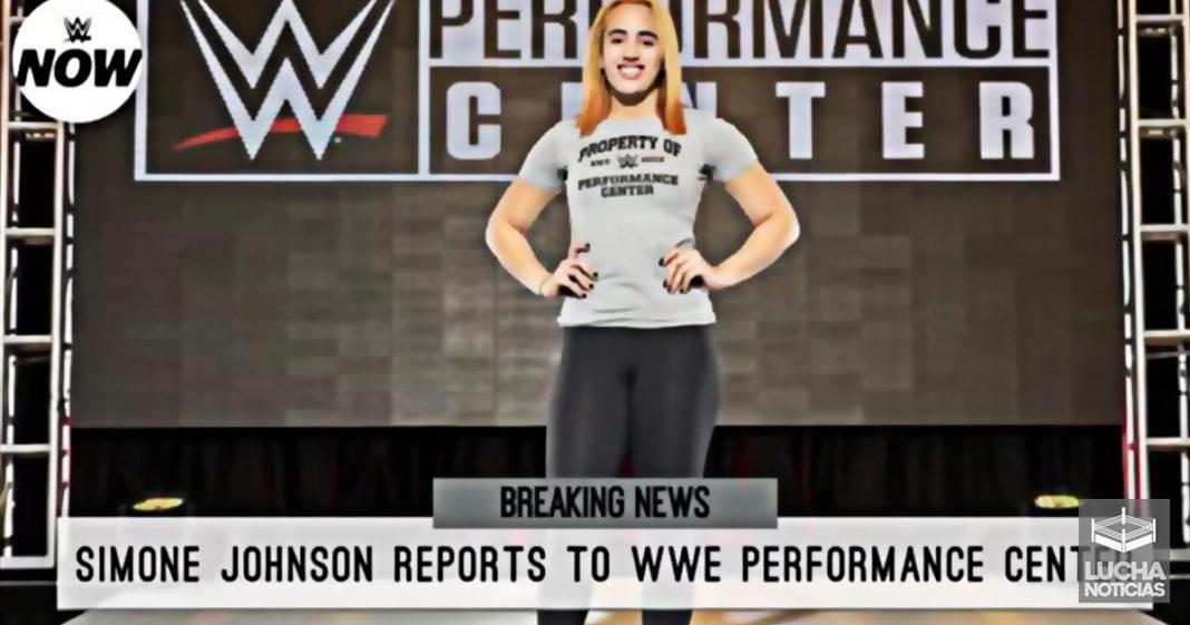 Simone Johnson hija de The Rock firma con WWE