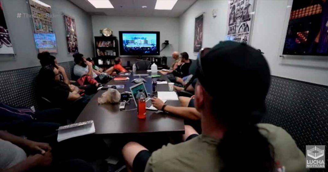 Undertaker comparte su conocimiento con los chicos de NXT