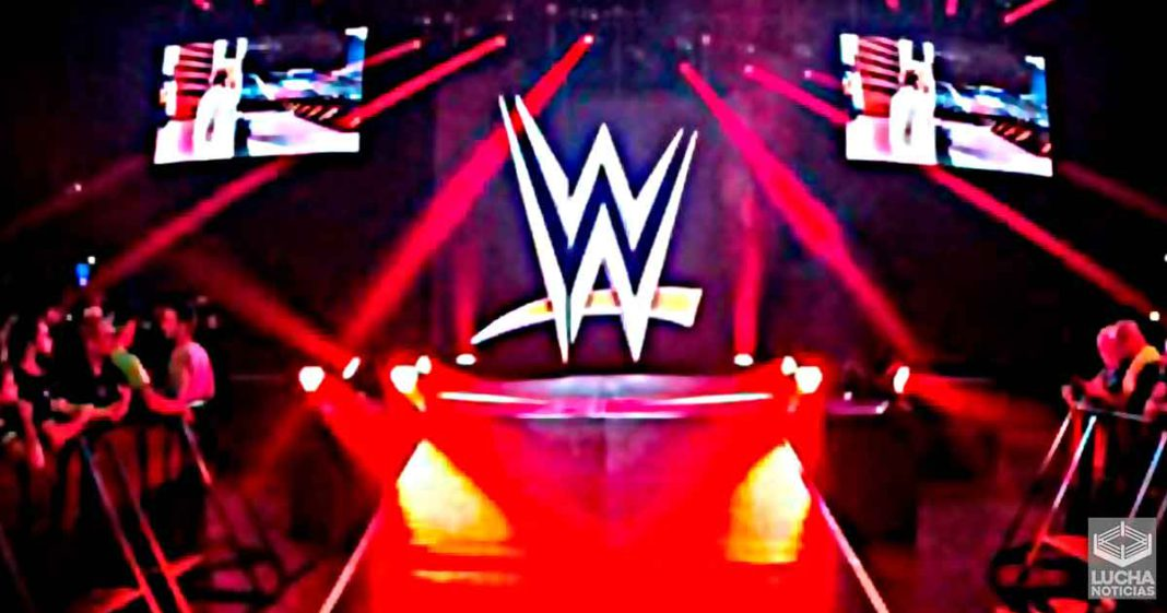 WWE planea realizar eventos con fans reales fuera del Performance Center