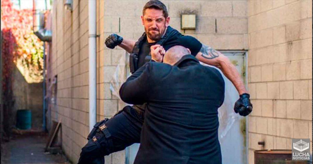 Wade Barrett roba el finisher de Roman Reigns