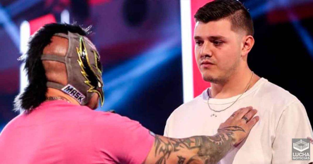 Rey Mysterio rompe en llanto tras el debut de su hijo Dominik