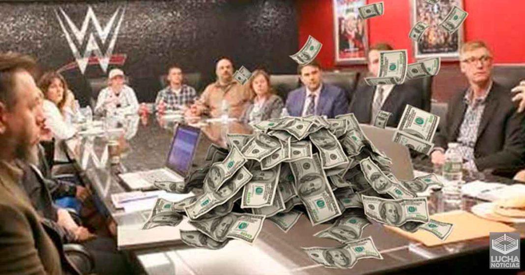 Oferta de trabajo de WWE revela el salario promedio de un escritor