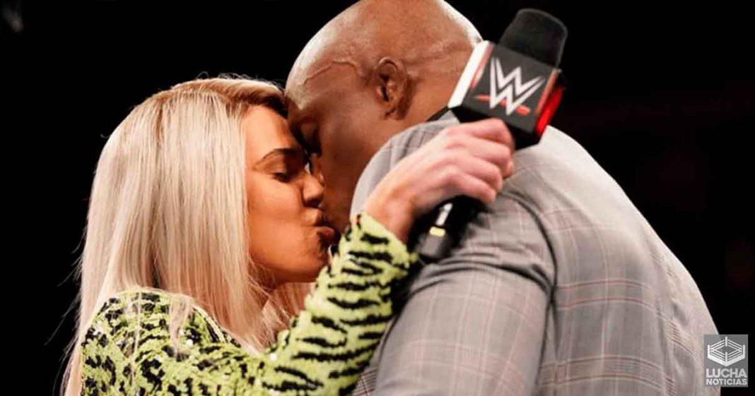 WWE le dijo a Lana y Lashley que se besaran agresivamente en RAW