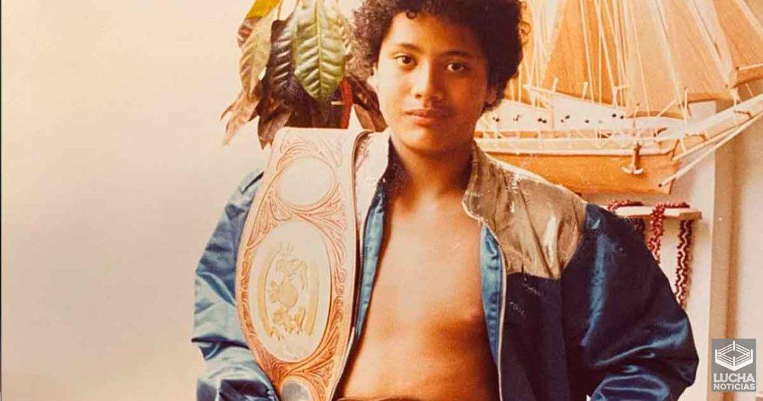 The Rock comparte increíble foto a sus 11 años de edad y se burla de sus pechos