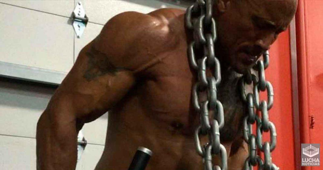 The Rock se lastima durante su entrenamiento y requiere puntadas