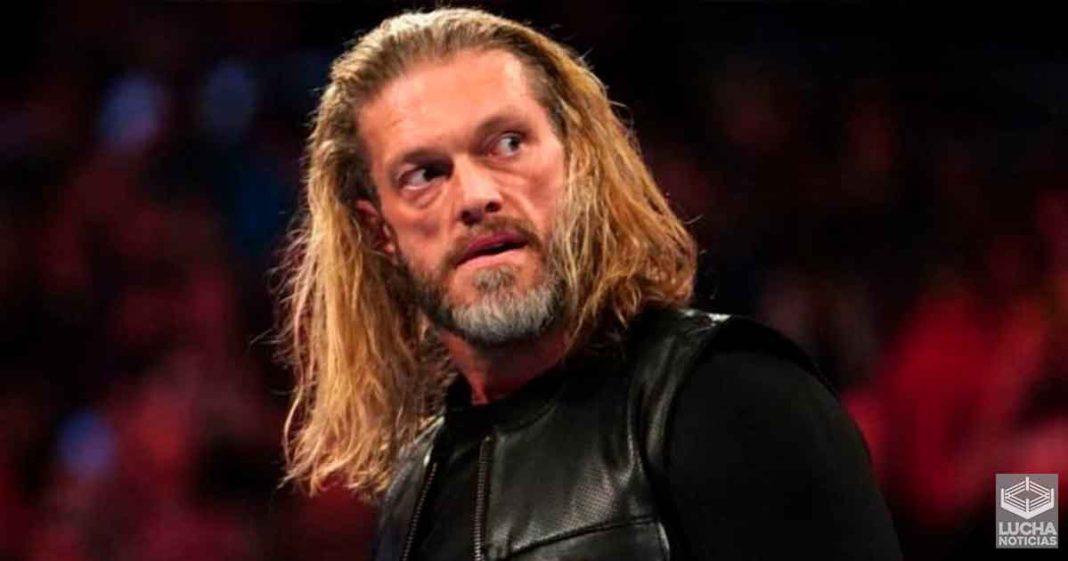 Edge es criticado por su trabajo creativo en backstage