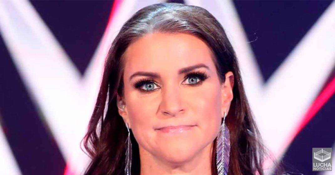 Stephanie McMahon le dijo a dos superestrellas femeniles que son las unicas haciendo dinero en WWE