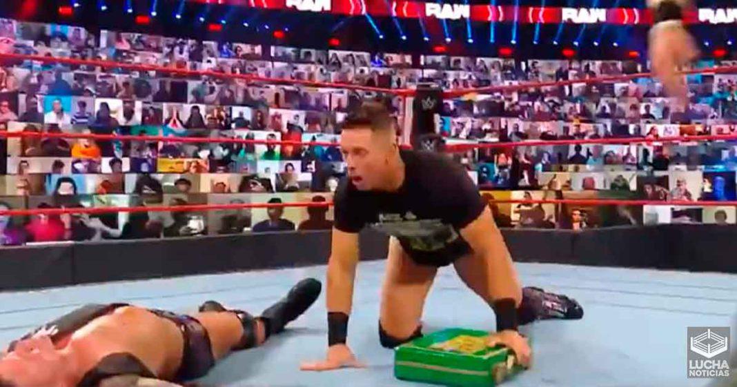 The Miz intenta hacer efectivo su maletín de MITB en WWE RAW