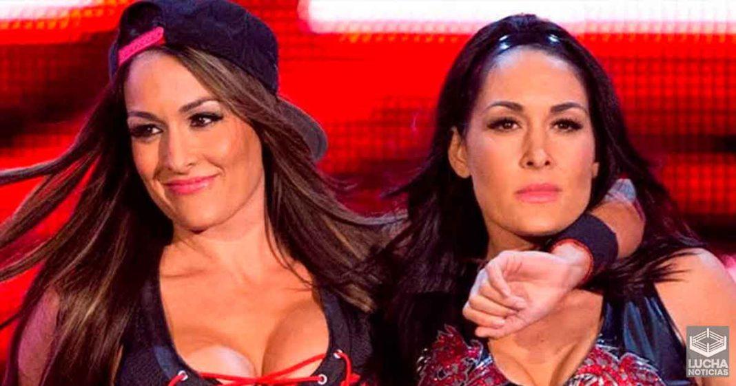 WWE en platicas con The Bella Twins para un regreso