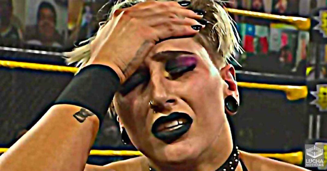 Rhea Ripley sufre terrible herida en el oido durante WWE NXT