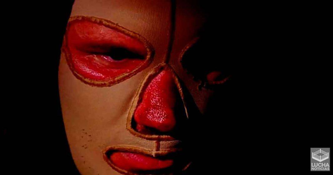 Randy Orton debuta con máscara y la cara quemada en WWE RAW