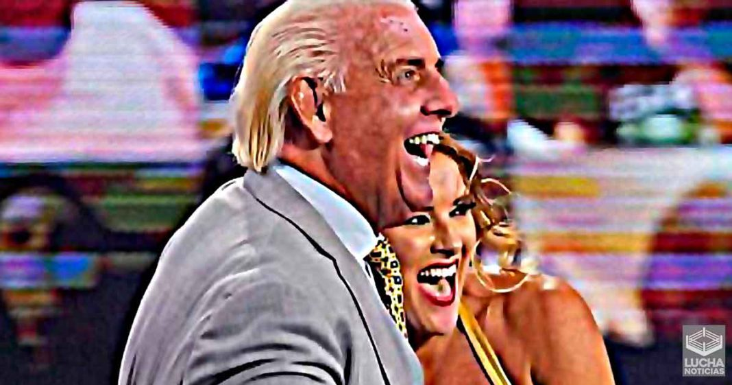 Razón por la cual Ric Flair y Lacey Evans están en un romance
