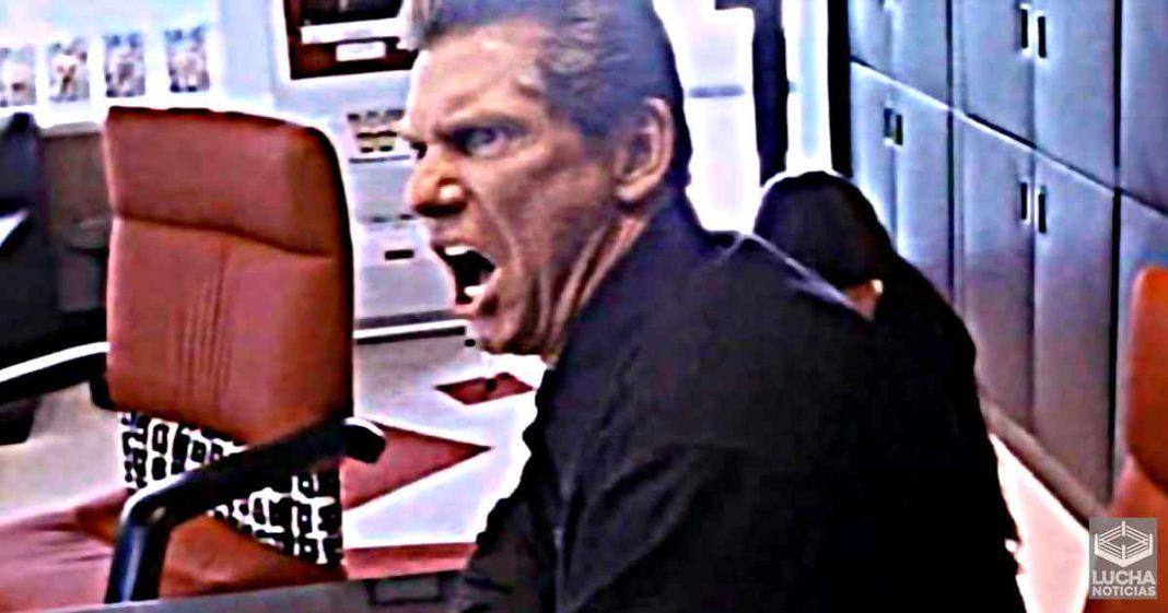 Vince McMahon no deja que nadie duerma antes que él en sus vuelos
