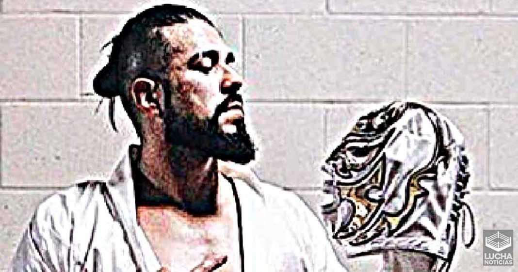 Andrade insinua el regreso de su personaje enmascarado