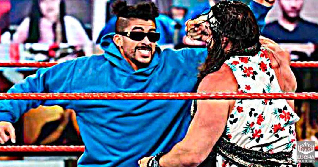 Bad Bunny dijo Mamabicho duranten WWE RAW