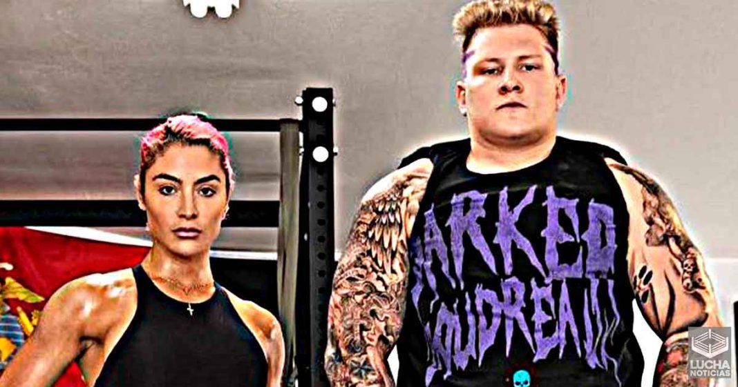 El gemelo de Brock Lesnar Parker Boudreaux entrena con Eva Marie