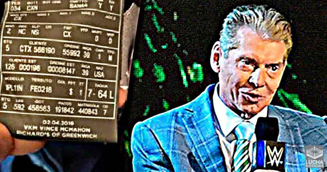 Fanático compra las chaquetas de Vince McMahon