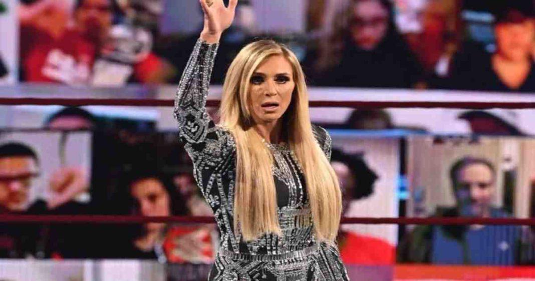 Aficionado critico fuertemente la apariencia de Charlotte Flair a su regreso en RAW
