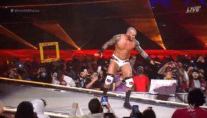 Randy Orton burlandose de la caida de Mandy Rose en WrestleMania 37