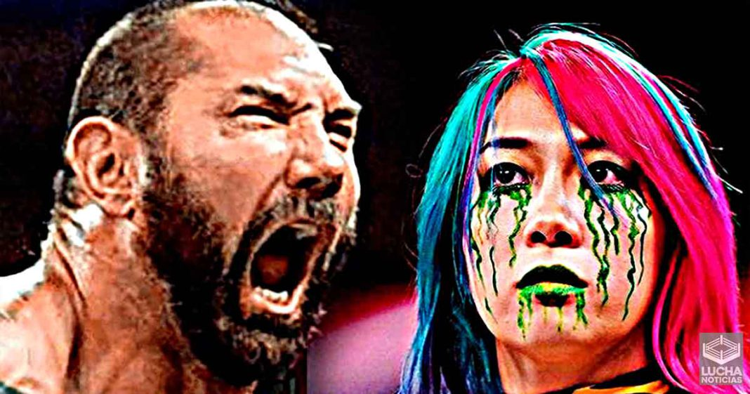 Batista no puede creer que WWE esté enterrando a Asuka