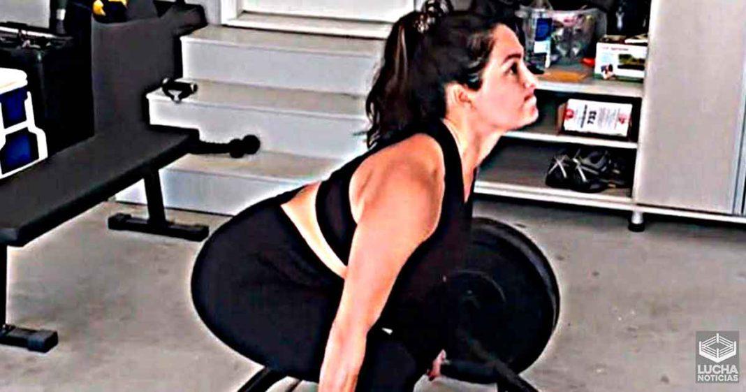 Nikki Bella dice que su trasero se está poniendo fuerte en video de duro entrenamiento