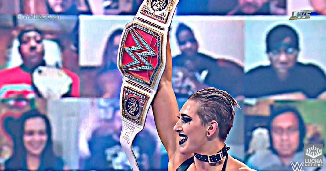 Rhea Ripley vence a Asauka y Charlotte y retiene el campeonato femenil de RAW en WrestleMani Backlash