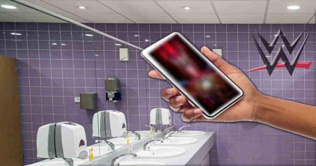 Superestrella de la WWE sorprendida escondiendo un celular lleno de fotos sugerentes