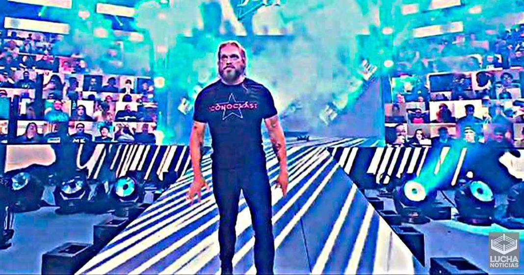 Edge regresa y ataca a Roman Reigns en WWE SmackDown