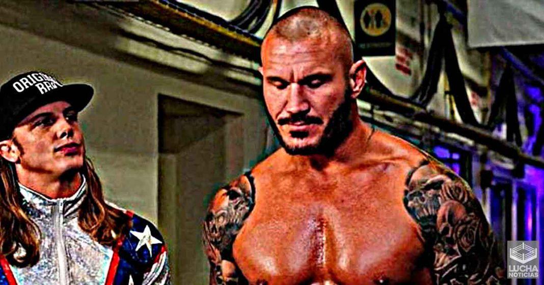 Randy Orton se burla de Matt Riddle por ponerle nombres estupidos a sus movimientos