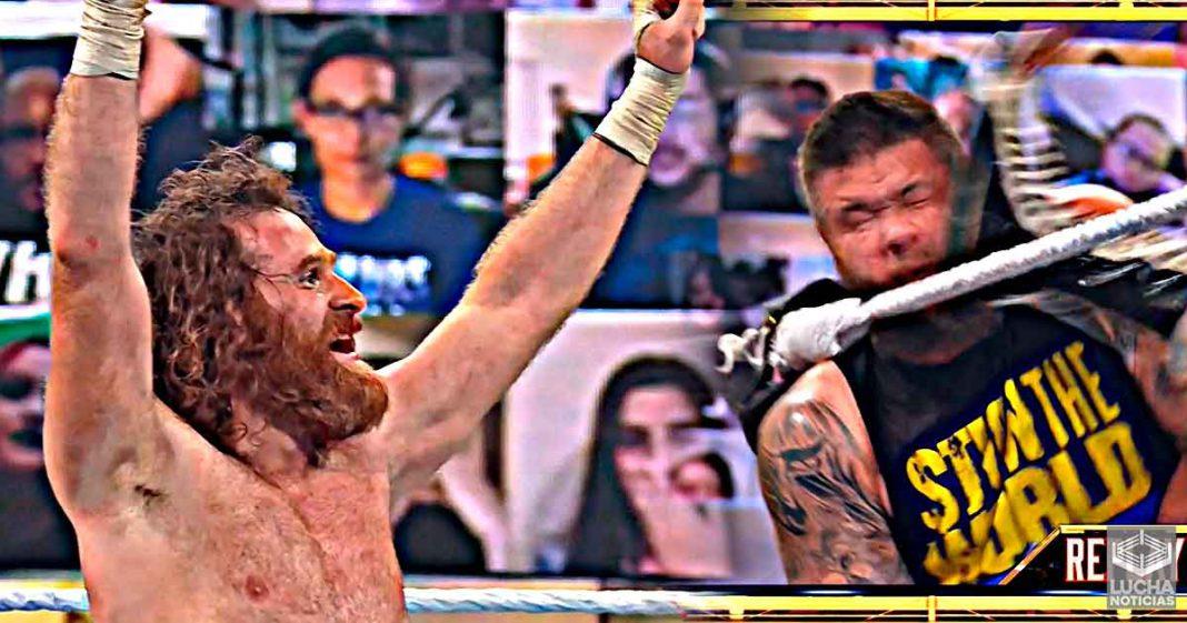 Sami Zayn venció a Kevin Owens en Hell in a Cell después de un brutal Helluva Kick