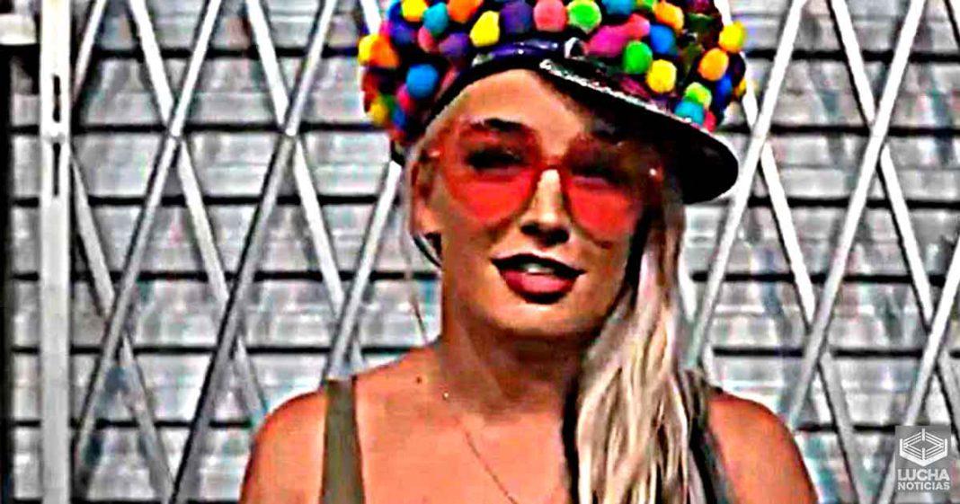 Toni Storm se declara bisexual en redes sociales