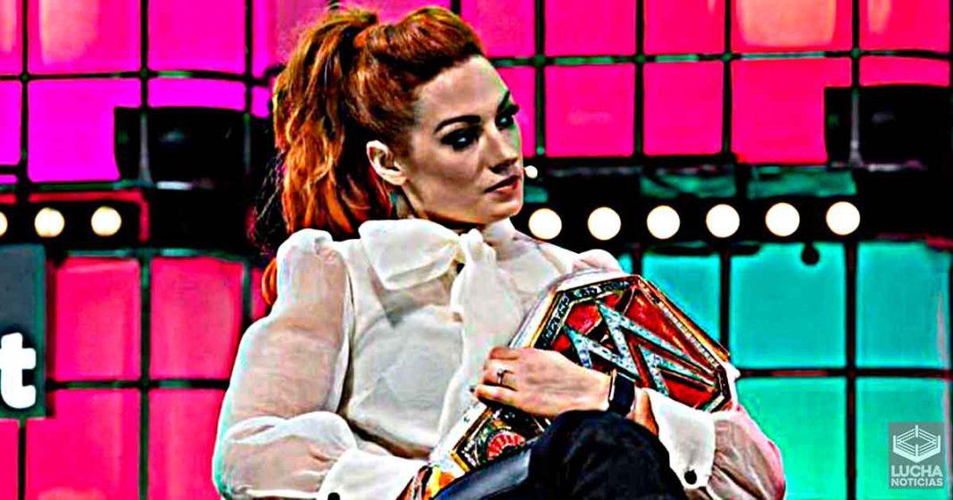 Becky Lynch revela su nueva apariencia y está cerca de su regreso