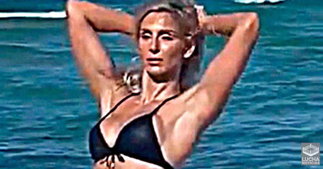 Charlotte Flair comparte increible video de sesión de fotos en bikini