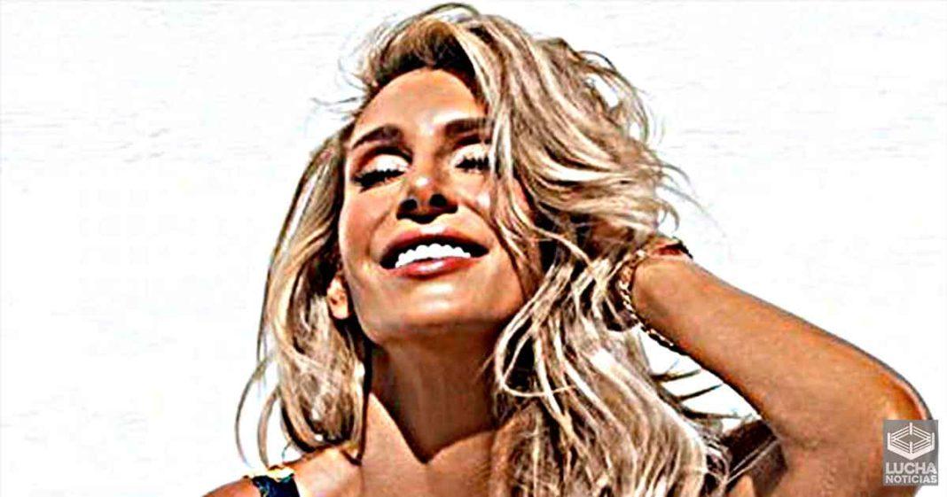 Charlotte Flair sorprende con reveladora foto en bikini