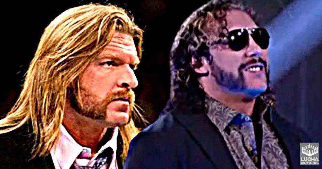 Kenny Omega se enoja por comparar su peinado con el de Triple H