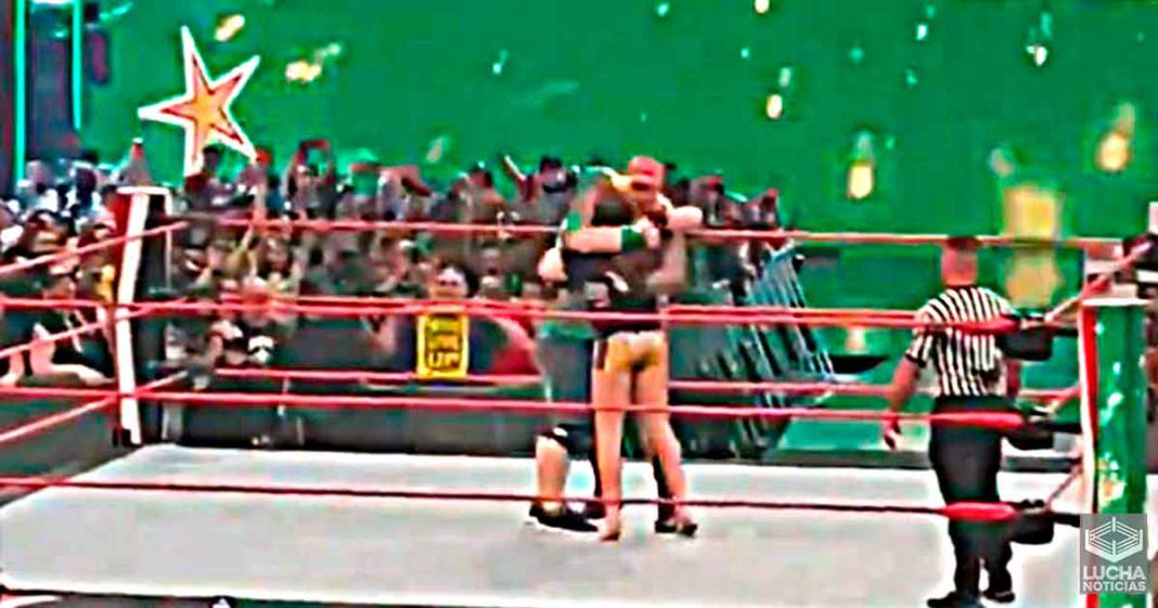 John Cena le da un abrazo a Randy Orton y Matt Riddle después de WWE RAW