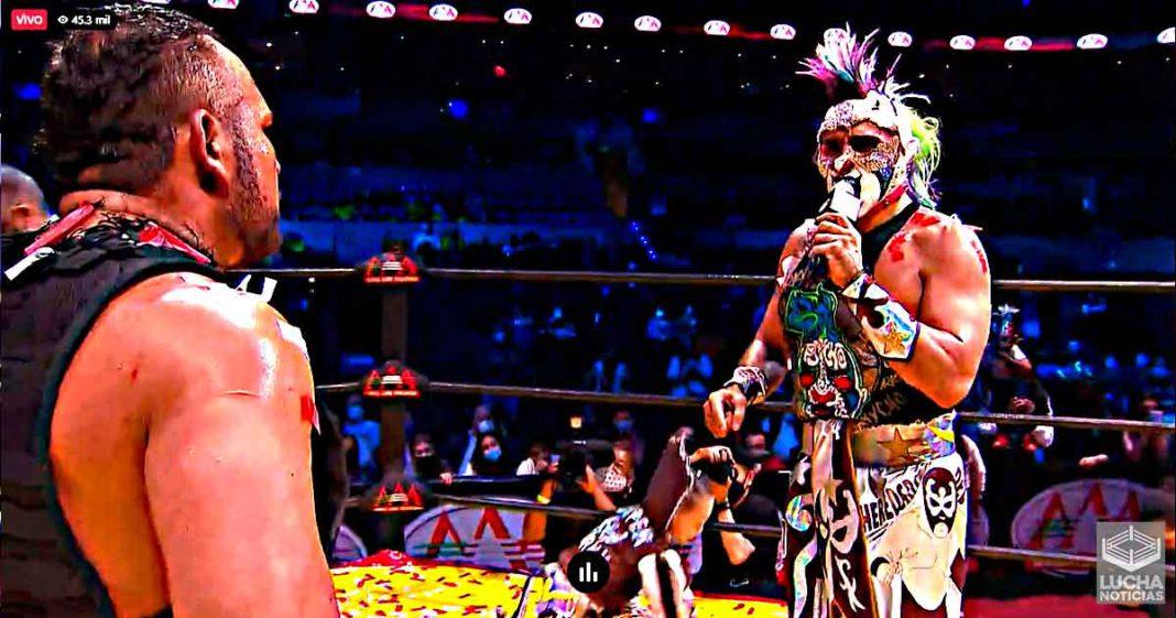 Psycho Clown rapa a Rey Escorpión en TripleMania XXIX