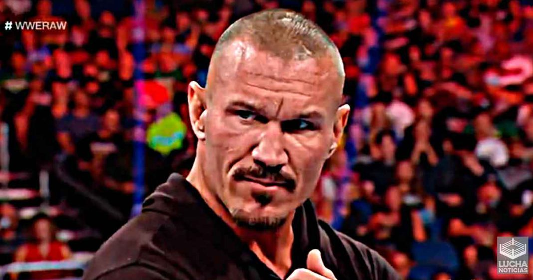 Randy Orton regresa y traiciona a Matt Riddle