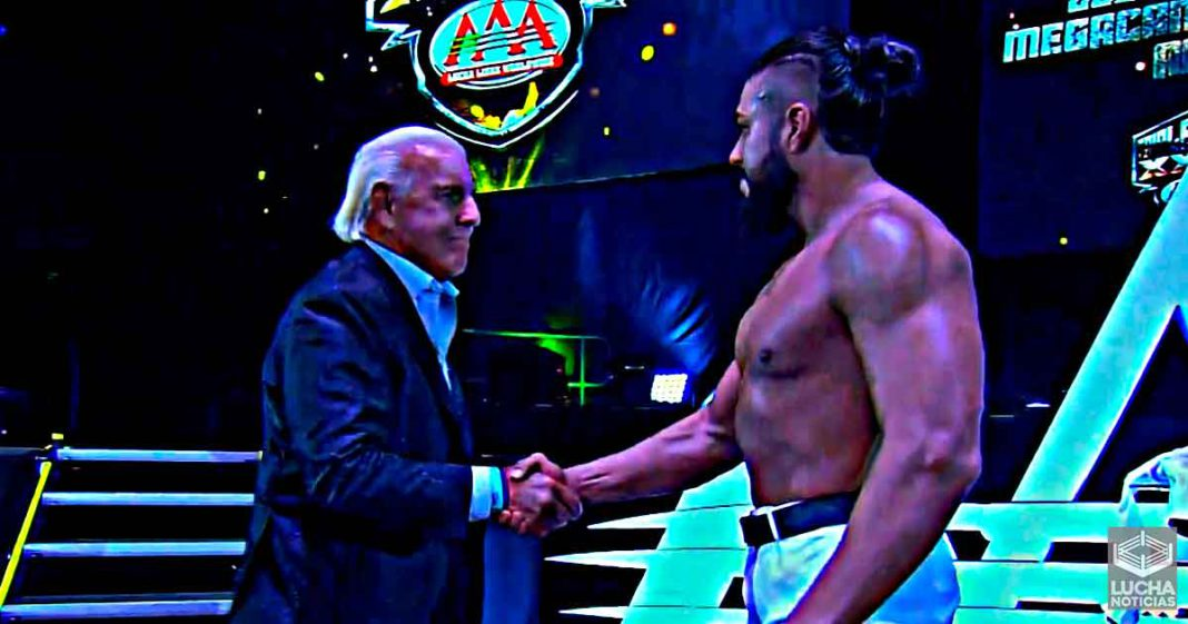 Ric Flair llega a TripleMania XXIX junto con Andrade