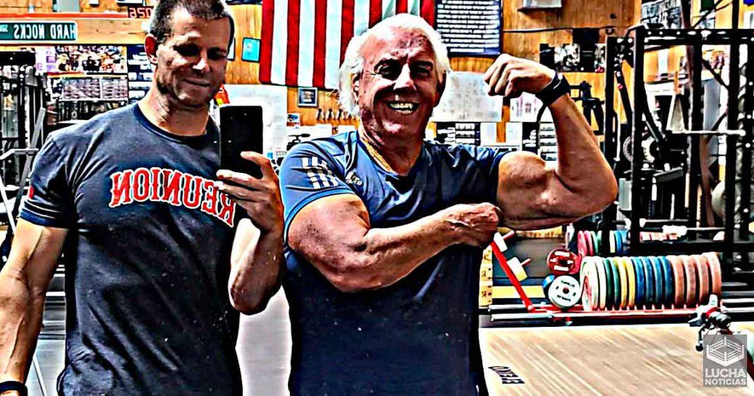 Ric Flair quien volver a luchar de nuevo - Está entranando
